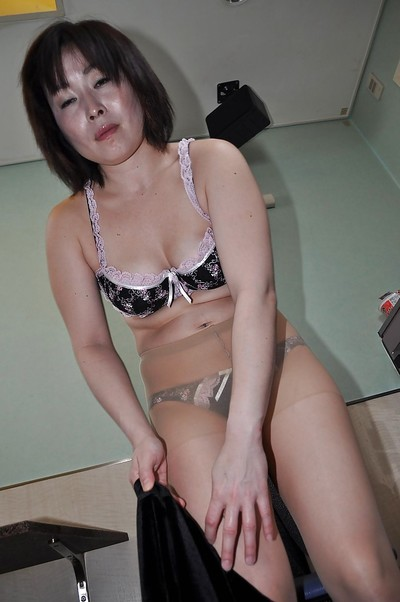 Eastern full-grown Yumi Ohno undressing and vibing her furry bawdy cleft