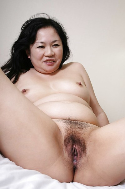 Fatty Chinese MILF Rumiko Shiga has some bawdy cleft fingering and astonishingly enjoyment