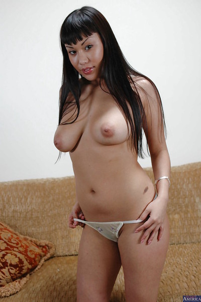 Chinese brown hair Avena Lee demonstrates her cute as was born love bubbles