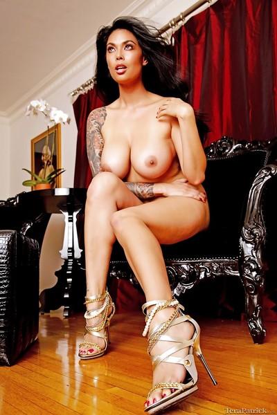 Curvy Oriental darling Tera Patrick displaying hot MILF legs in high heels