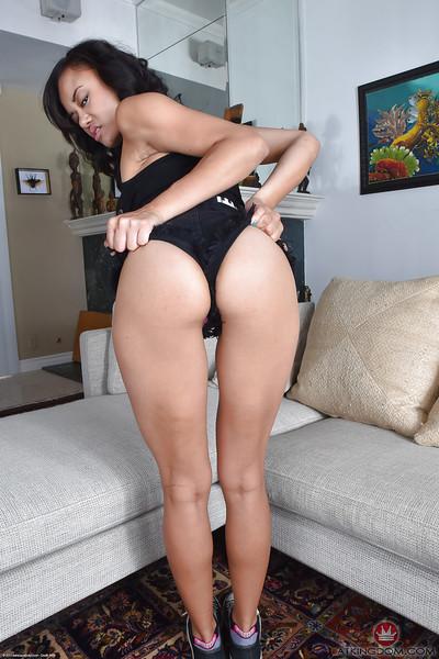 Japanese mamacita Annie Cruz striptease in nature