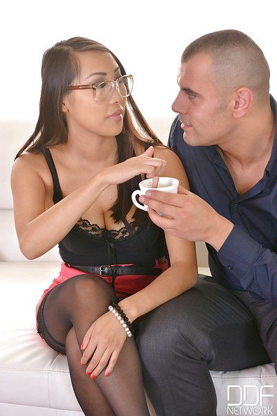 Nerdy Eastern pretty Sharon Lee voluptuous creampie from white guy
