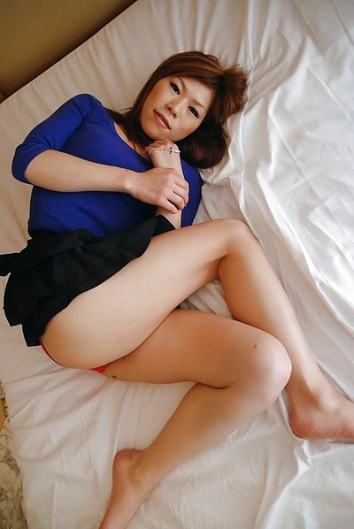 Chinese MILF in tube undressing and exposing her gash in close up