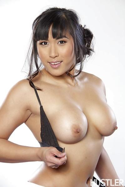 Chinese pornstar angel Mia Li is expanding her enjoyable tense puss