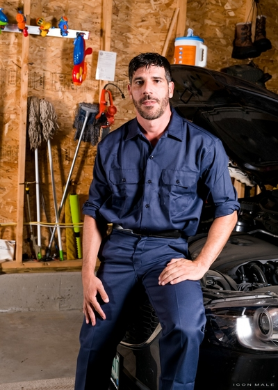 Sam Truitt comes by the shop, but mechanic Tony Salerno is surprised to glimpse him still covered in his college uniform. Tony tells him to evaporate change, but sadly Sam didn
