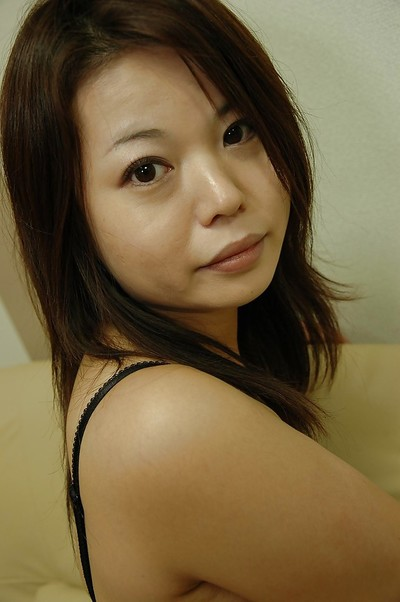 Eastern MILF Mami Isoyama undressing and expanding her underside lips in close up