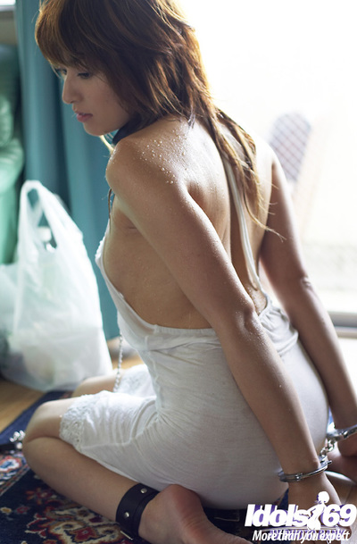 Sub Chinese girl Karen Kisaragi posing merely covered