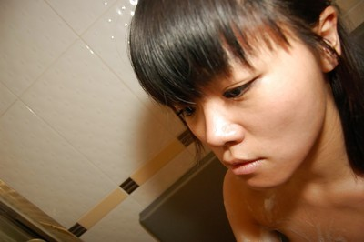 Japanese hottie Midori Kimishima gives a bodily fellatio in the shower-room