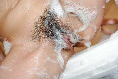 Smiley Japanese queen Hikaru Ukita has some foamy masturbation pleasure in the bathroom