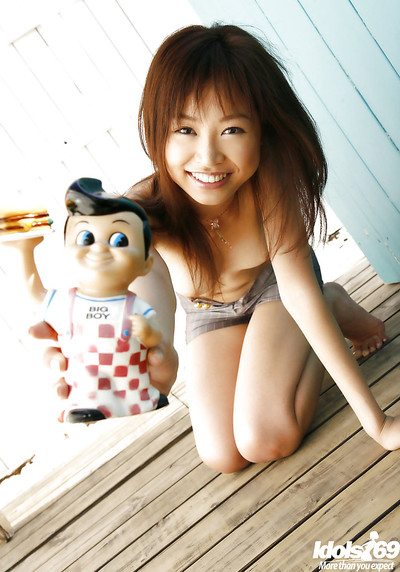Small eastern adolescent princess Hara Sarasa striptease off her clothing outdoor