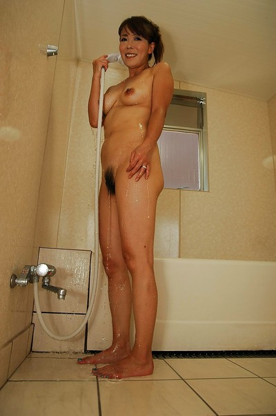 Oriental MILF Kayo Mukai charming bath and exposing her unshaved gentile in close up