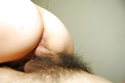 Oriental floozy Mako Ikegami gives head and gains her unshaved fur pie nailed