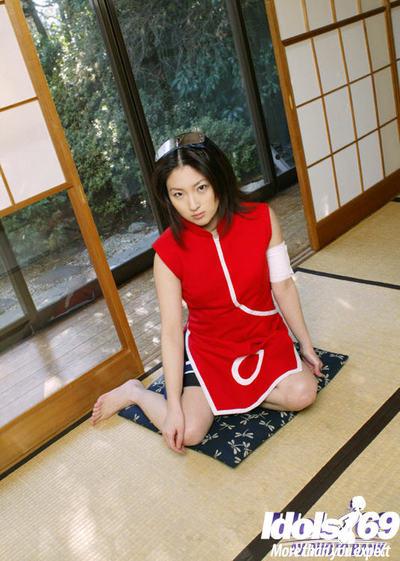 Appealing Japanese girl with miniature bends Saeki Mai teasing her hirsute vagina