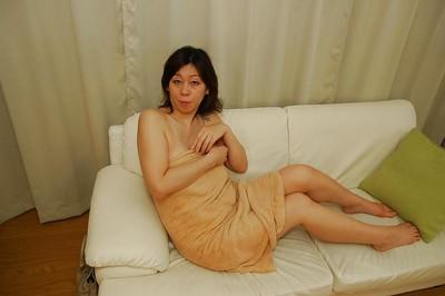 Nasty Japanese MILF Haruko Ogura has some gentile vibing liking afterward bathroom