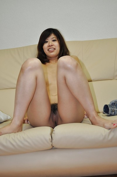 Smiley Chinese adolescent Chie Ishida undresses down and vibes her cooter