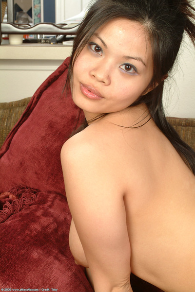 Young Chinese beauty with gigantic typical mangos widening skinhead wet crack