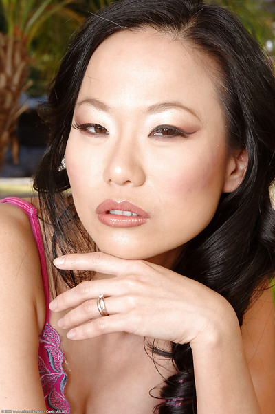Infant Japanese MILF Niya Yu removing underclothes to show off superior apple bottoms