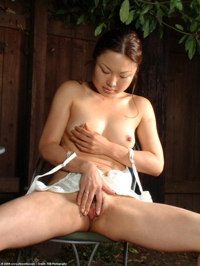 Leggy adolescent Oriental lass erotic dance outdoors to unclothed bushy slit