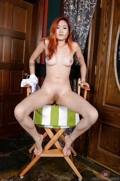 Redheaded Eastern principal time solo pretty Lea Hart expanding bald vagina