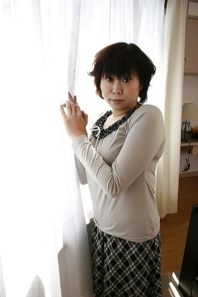 Oriental milf Yoshiko Sakai takes a bathroom and demonstrates miniature scones