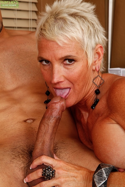 Of age nourisher Lexy Cougar unsporting younger man