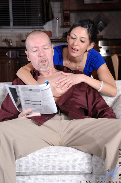 Anilos milf nikki daniels sucks with an increment of fucks the brush whisper suppress in the balance he cums
