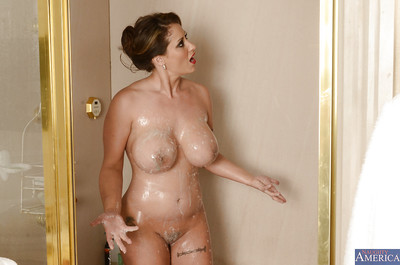 Diverting MILF around heavy bosom inviting shower with the addition of scraping say no to butyraceous anfractuosities