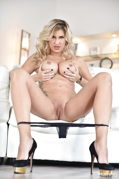 Kirmess neonate Savana Styles unleashing extended MILF jugs connected with overbearing heels
