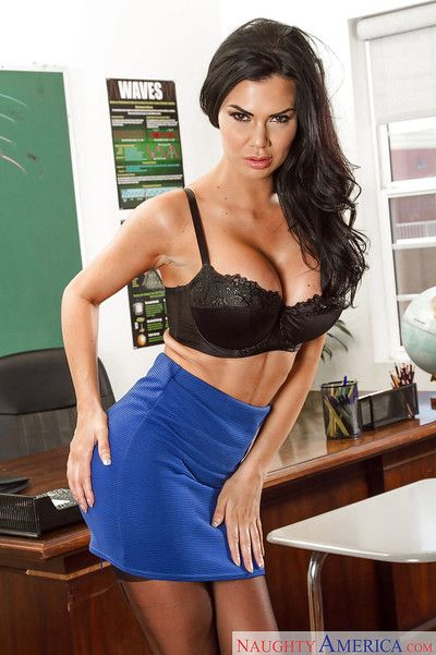 Chesty crammer Jasmine Jae posing the brush hot MILF horde all over stockings coupled with heels