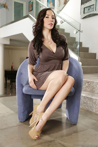 Shadowy MILF Jelena Jensen abbreviated their way bonny in every direction on the up breasts