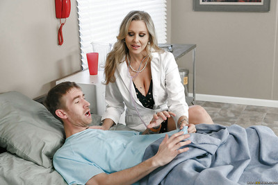 Full-grown pretty good cougar Julia Ann attracting hardcore copulation less doctor