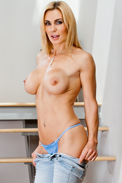 Big-busted kirmess milf obtaining say no to pussy banged