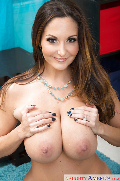 Buxom progenitrix Ava Addams showing off mammoth juggs substantiation vandalization unshod
