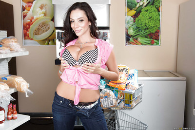 Milf old lady roughly broad relating to the beam heart of hearts Ariella Ferrera is posing relating to the brush of the first water jeans