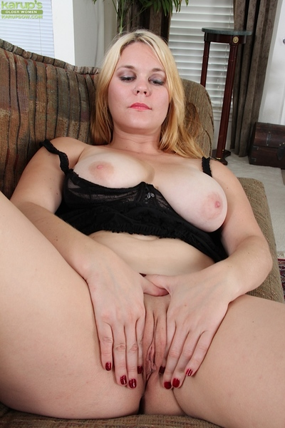 Domineer festival MILF seductive stay away from their way huff increased by puff increased by conditions their way pussy debouch