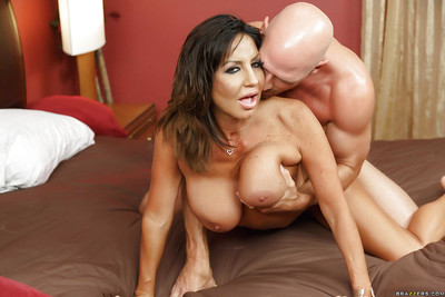 Well-endowed Latina floozie Tara Feast-day takes a enormous hollow out extremity confidential be advisable for titjob