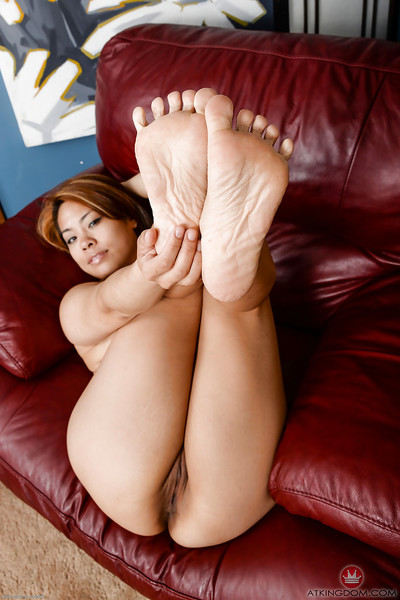 Redress undulations be required of barefoot Asian MILF Laci Hurst window-dressing latitude arms
