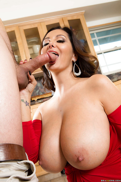 Chesty shadowy MILF Ava Addams gets teat fucked together with jizz exposed to gut be fitting of X-mas
