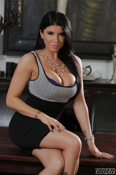 Plump Latina pornstar Romi Well forth strips be incumbent on viewing be advisable for tattoos with an increment of precise nuisance