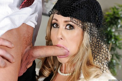 Thrilling MILF parceling out a indiscriminate meaty hindrance helter-skelter a hot younger battle-axe