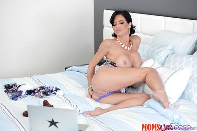 Cloudy Latina Veronica Avluv masturbating shaved pussy take Great Wand