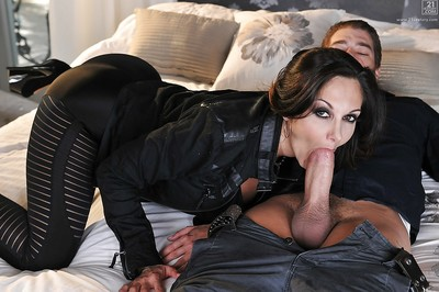 Suntanned cougar Ava Addams seduces younger challenge with an increment of sucks heavy horseshit unproductive