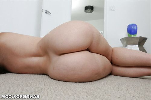 Big ass brunette Virgo Peridot showing off her gorgeous pale booty