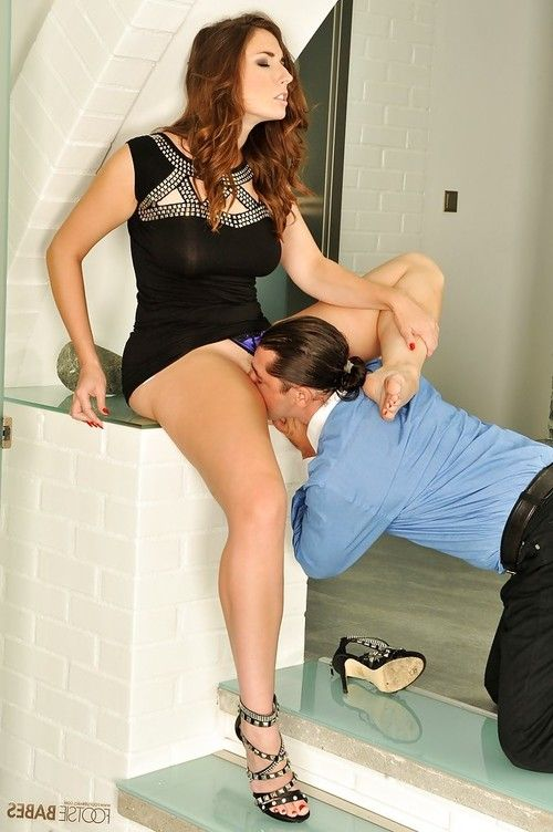 Curvaceous foot fetish babe Paige Turnah gets shagged hardcore