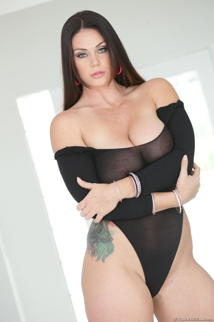 Stunning natural beauty Alison Tyler shows her astonishing big tits