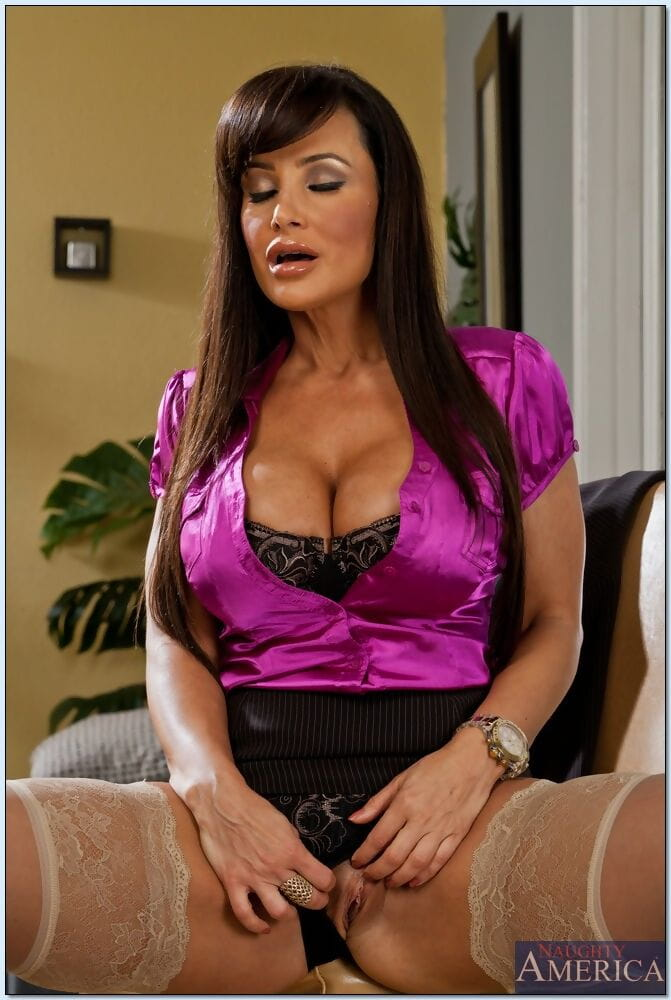 Seduced By A Cougar Lisa Ann