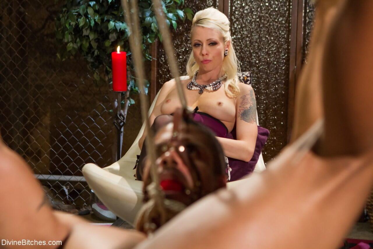 Blonde dominatrix Lorelei Lee pegs a man during prostate stimulation