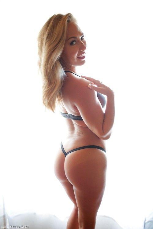 Pierced blonde chicks AJ Applegate, Carter Cruise modelling hot lingerie