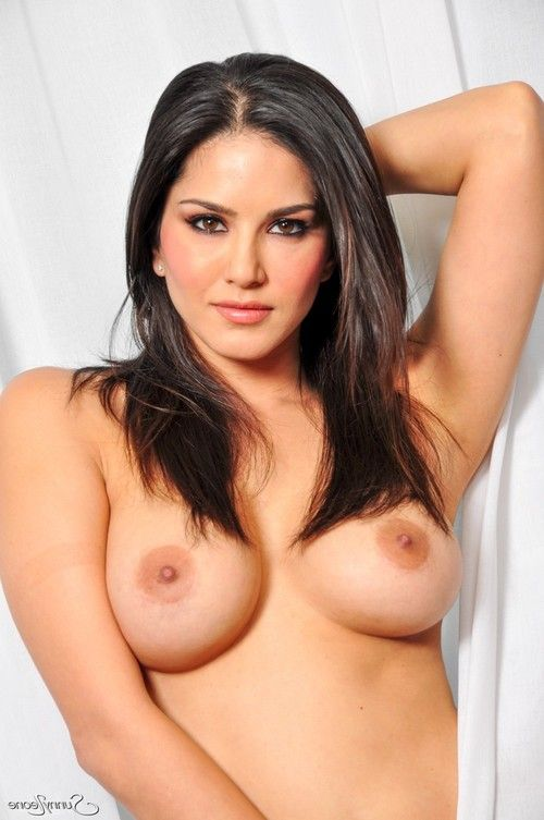 Sunny leone nude and showing off her hot body