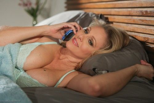 Aidra fox and julia ann dont be scared mommy